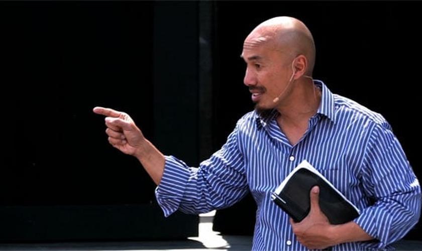 """Francis Chan é evangelista e autor de livros de sucesso, como """"Louco Amor"""". (Foto: Church Leaders)"""