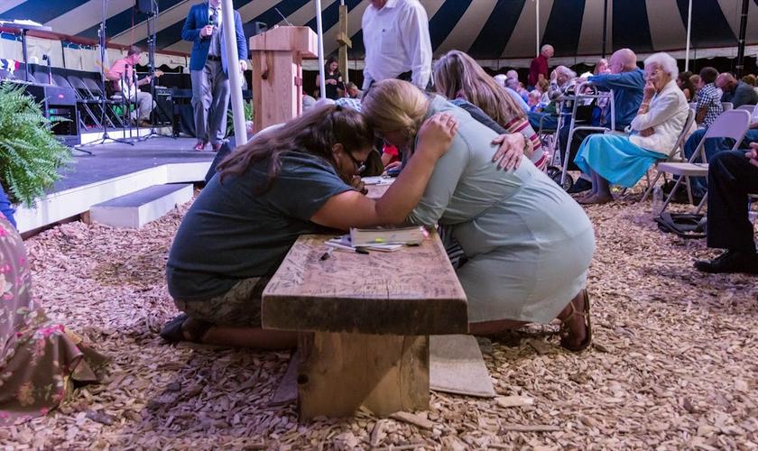 Cristãos já estão há mais de 5 meses se reunindo em tenda para orar e adorar a Deus, em Chuckey, Tennessee - EUA. (Foto: Greenville Awakening)