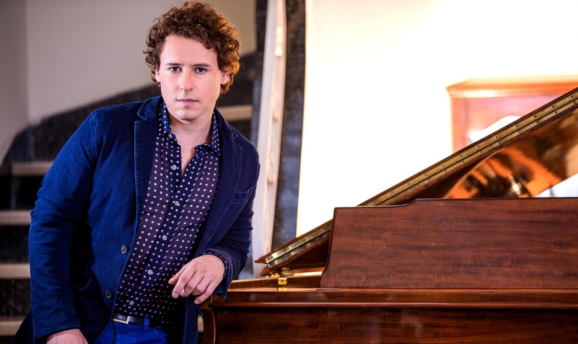 Nascido em Santa Catarina, o cantor vive na Suíça há cinco anos. (Foto: Divulgação).