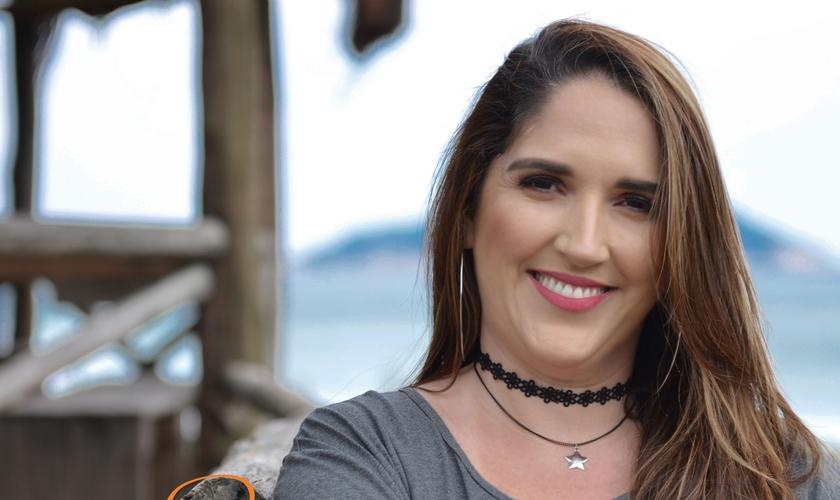 """Tatiane Nunes conseguiu ser capa da playlist """"Louvor & Adoração"""" do Spotify. (Foto: Divulgação)."""