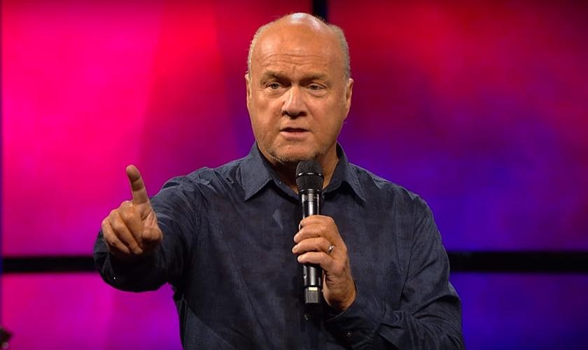 Greg Laurie é pastor da Comunidade Harvest, nos EUA. (Foto: Reprodução/Youtube)