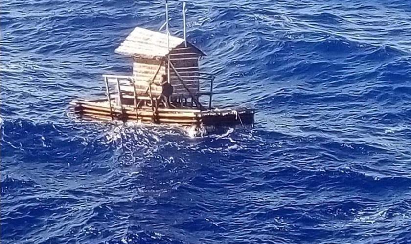 Jovem Indonésio Sobrevive 49 Dias à Deriva No Mar Com Ajuda Da Bíblia