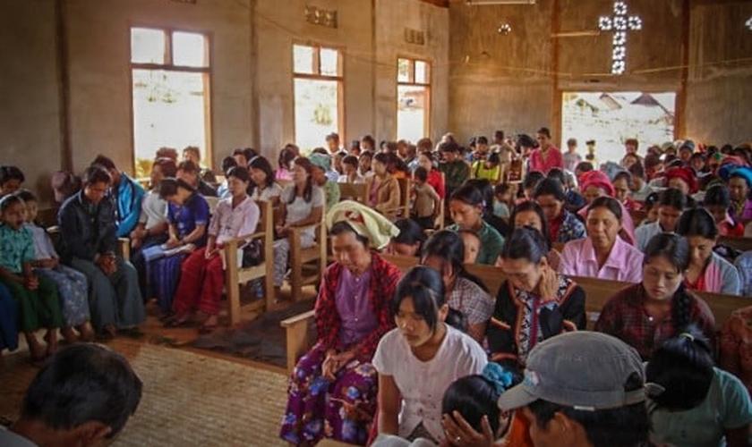 Pelo menos 60 igrejas foram destruídas em Mianmar, nos últimos 18 meses. (Foto: Christian Aid Mission)