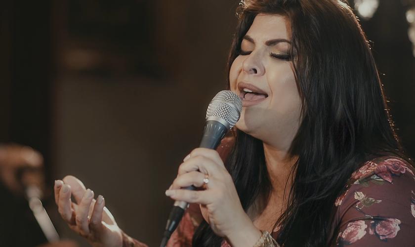 Vanilda Bordieri traz uma mensagem de encorajamento e esperança em sua nova música. (Foto: Divulgação).
