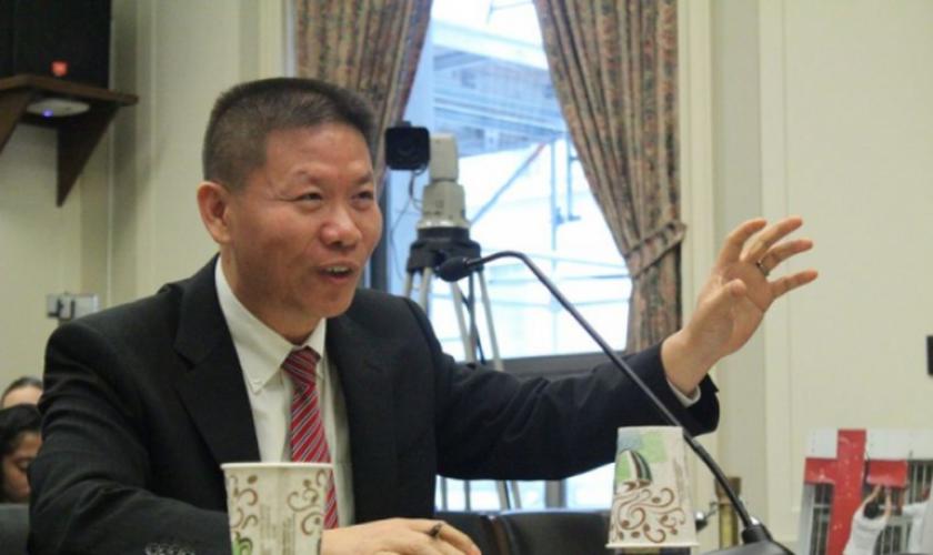 Reverendo Bob Fu, ex-líder chinês de igrejas domésticas que imigrou para os Estados Unidos em 1997 e fundou a organização chinesa China Aid. (Foto: The Christian Post).