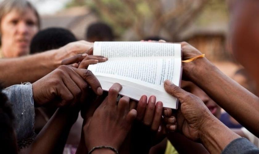 A organização de tradutores da Bíblia 'Wycliffe' pretende ter as Escrituras com tradução iniciadas para os 7.000 idiomas do mundo até 2025. (Foto: Wycliffe Bible Translators)