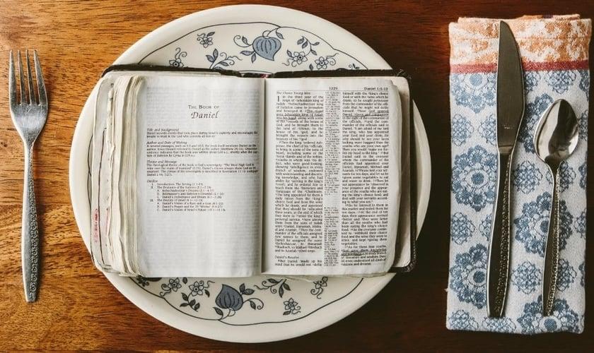 Jejum e leitura da Palavra. (Foto: brianghedges.com)