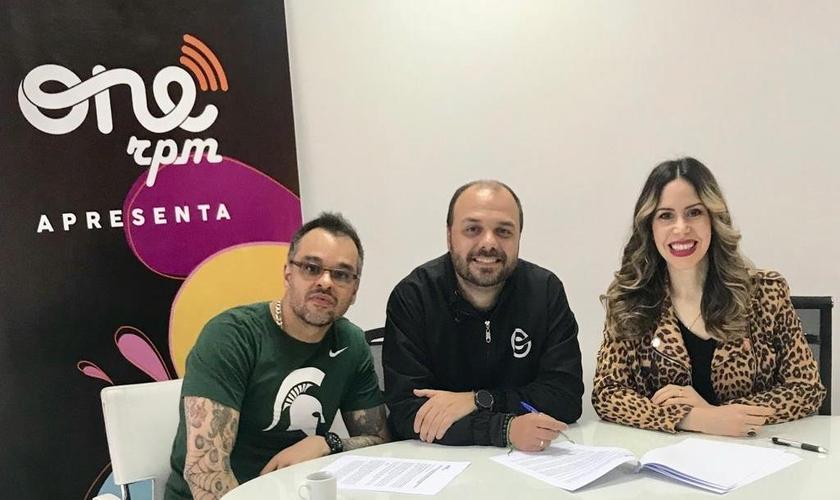 A cantora Nãna Shara fechou contrato com a ONErpm Gospel na última sexta-feira (5). (Foto: Divulgação).