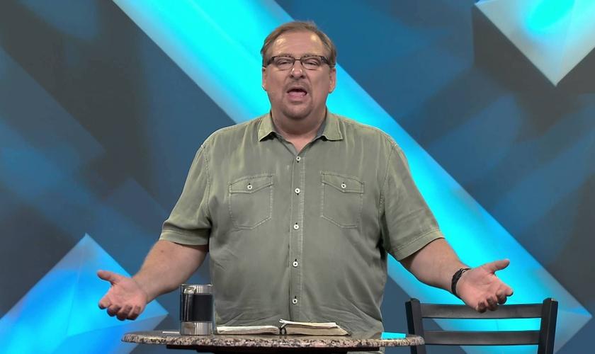 Rick Warren diz que é importante oferecer perdão, pois o ressentimento gera mágoa e faz o cristão pecar. (Foto: Reprodução)