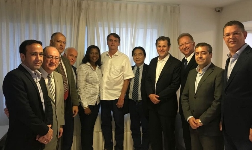 Jair Bolsonaro (PSL) recebeu deputados da frente evangélica em sua casa no Rio. (Foto: Divulgação)