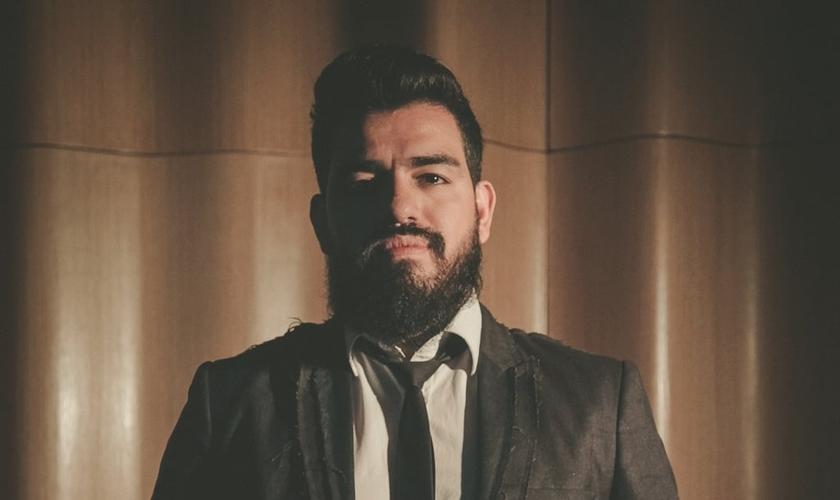 """Lucas Oliveira lançou o single """"Esperança"""", a nova canção do Projeto Trio. (Foto: Divulgação)."""