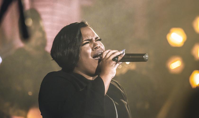 Jéssica Augusto atua como vocalista no cenário gospel desde a adolescência. (Foto: Divulgação).