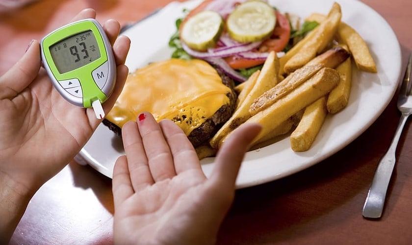 A dieta é parte fundamental no controle do diabetes, mas é necessário estar atento. (Foto: Reprodução)