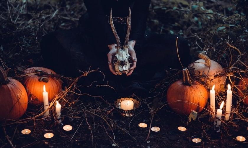 O Dia das Bruxas tem um significado mais profundo para ocultistas e satanistas. (Foto: Pexels/Freestocks)