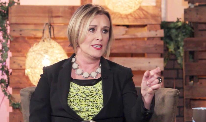 Sheila Walsh alertou que os pastores também estão vulneráveis a sofrer com depressão e que a Igreja precisa dar suporte nestes momentos. (Foto: Reprodução)