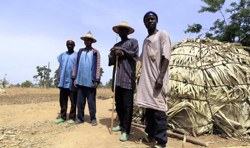 Pastores Fulani posam para foto em Zango, no estado de Kaduna, na Nigéria. (Foto: Reuters/Afolabi Sotunde)
