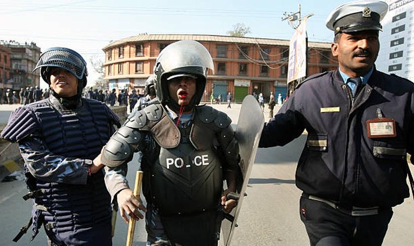 Imagem representativa. Como punição, o policial Dilip Bhadur será impedido de ser promovido pelos superiores por cinco anos. (Foto: Reprodução).