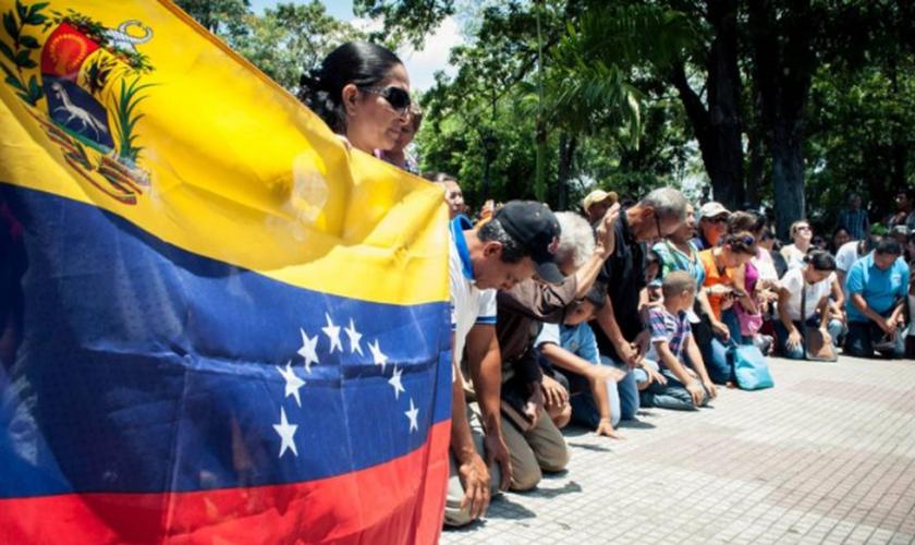 O atual governo de Nicolás Maduro impede ações das igrejas evangélicas. (Foto: Reprodução).
