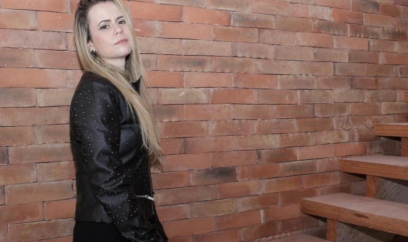 """O single """"Casa na Rocha"""" é a primeira canção do projeto Oferta de Louvor. (Foto: Divulgação)."""