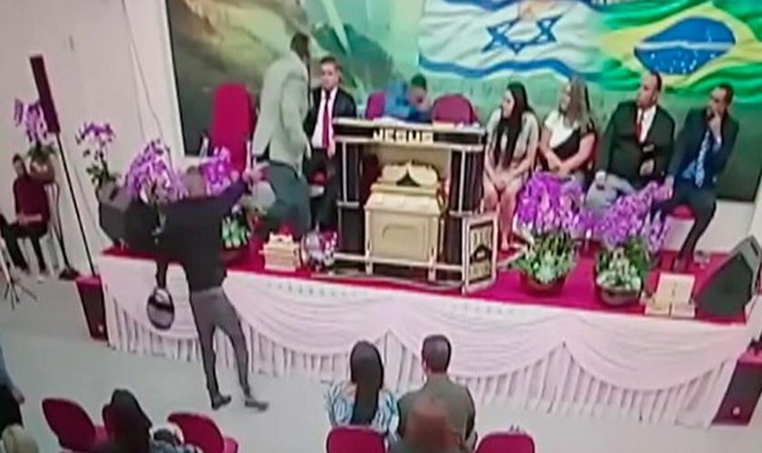 Pastor é baleado em culto na igreja Assembleia de Deus Templo dos Anjos. (Foto: Reprodução/TV Diário)