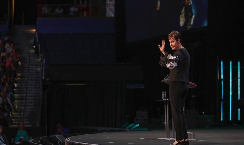 Joyce Meyer incentiva os cristãos a colocar a fé em prática em todas as situações. (Foto: Ministério Joyce Meyer)