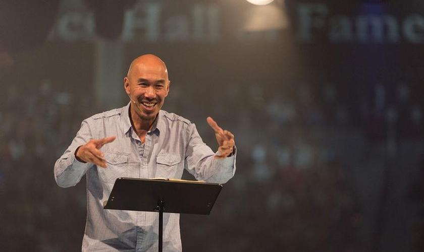Francis Chan é pastor, autor e plantador de igrejas. (Foto: Liberty University)