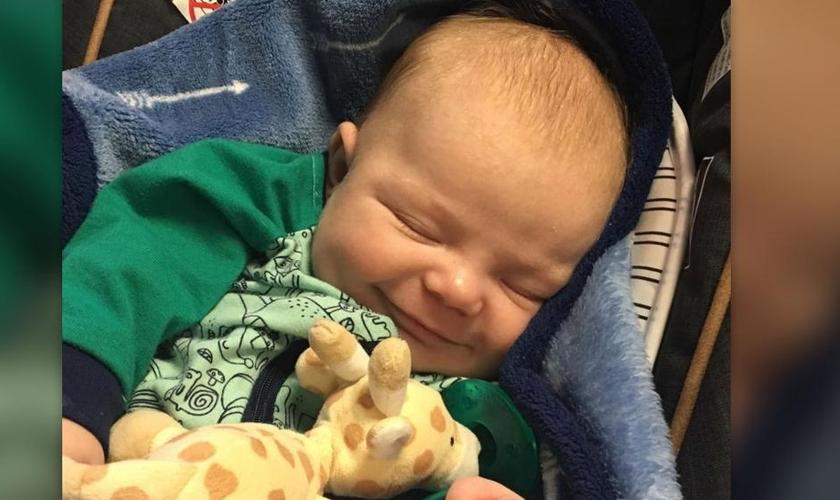 O filho de Jacob Sheriff nasceu sem batimentos cardíacos, sem pulso e não estava respirando. (Foto: Reprodução).