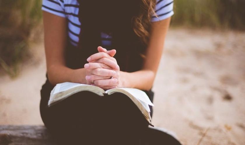 O pastor Marcos Bomfim afirmou que a oração não deve ser apenas um evento, mas um hábito na vida do cristão. (Foto: Reprodução).