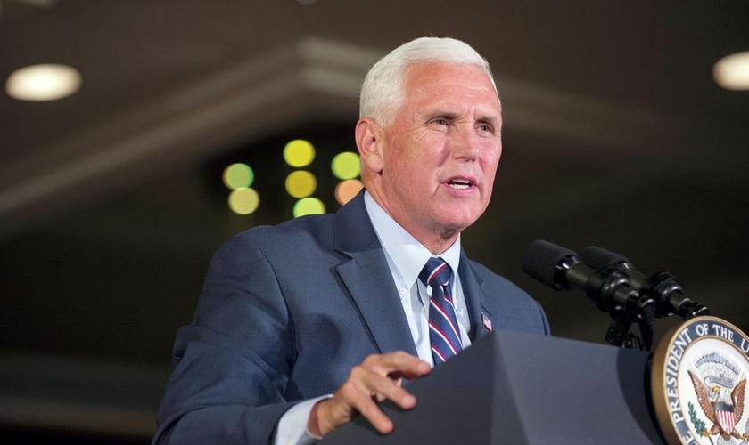 Mike Pence afirmou que já houve um notável progresso no combate ao vírus e que continua firmando seu compromisso em parcerias com organizações cristãs. (Foto: Reprodução).