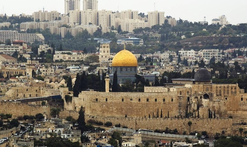 Cidade antiga de Jerusalém com a Cúpula da Rocha, no complexo conhecido pelos judeus como Monte do Templo. (Foto: Amir Cohen/Reuters)
