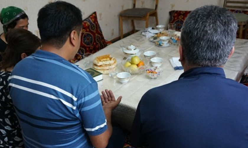 Ao chegarem na delegacia, os cristãos passaram horas sendo interrogados pela polícia. (Foto: Reprodução)