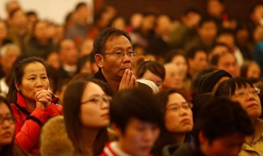 A perseguição do Partido Comunista da China às igrejas tem levado muitas denominações a realizarem cultos escondidos, mas outras congregações ainda não se intimidaram. (Foto: Reuters/Aly Song)