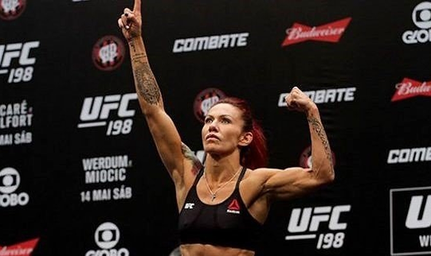 Cris Cyborg é campeã do UFC e entra nos ringues de suas lutas com músicas gospel. (Foto: MMA4Ever)