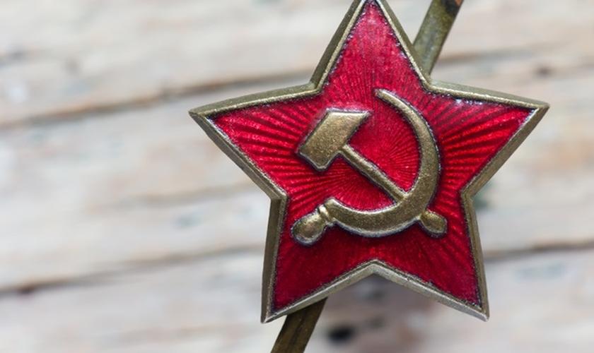 O comunismo e o socialismo seguem uma linha de pensamento ateísta e antirreligiosa. (Foto: Godlikeart/Shutterstock)