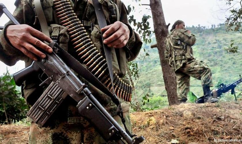 Há décadas, a Colômbia vem sendo assolada por grupos de guerrilheiros, que tentam controlar áreas rurais do país. (Foto: Renova Mídia)