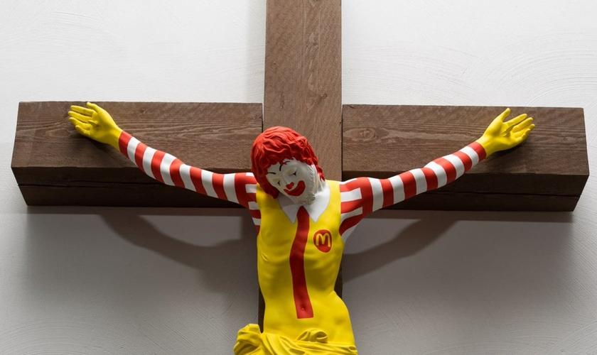 """""""McJesus"""", criado pelo artista finlandês Jani Leinon, em exposição no Museu de Arte de Haifa. (Foto: Vilhelm Sjöström)"""
