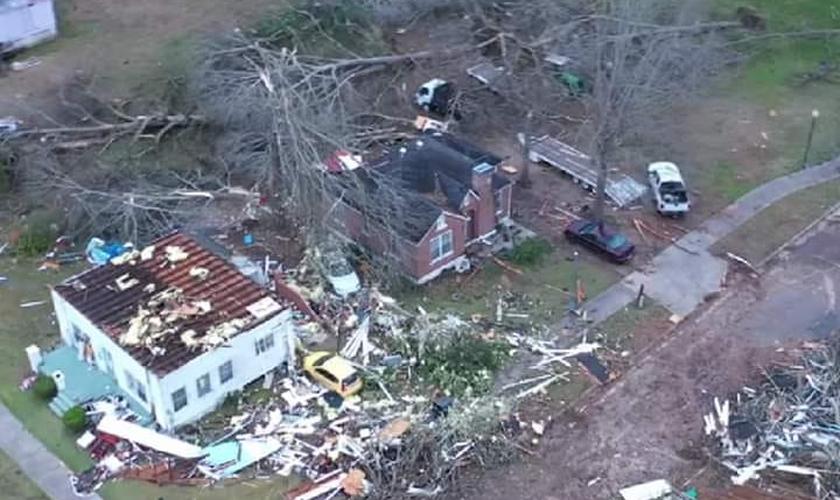 A casa de Sharon Watson foi devastada pelo tornado na cidade de Wetumpka, nos EUA. (Foto: Arquivo pessoal)