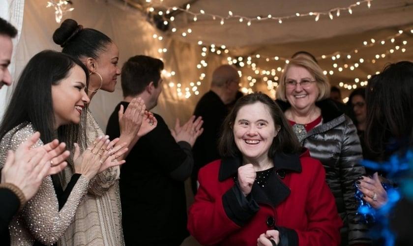 """O projeto """"Noite para Brilhar"""" é realizado pela Fundação Tim Tebow em parceria com centenas de igrejas em todo o mundo. (Foto: Night to Shine)"""