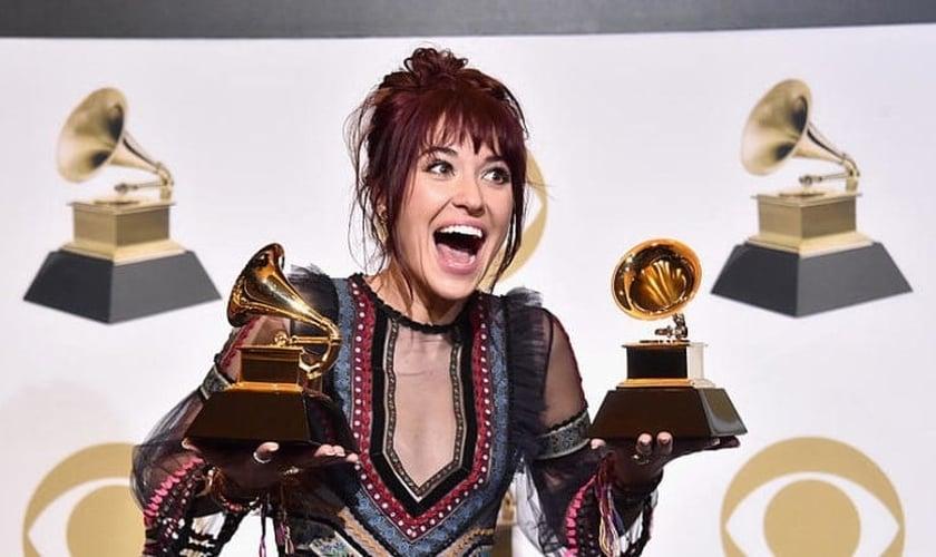 Lauren Daigle levou dois prêmios para casa, sendo um dos grandes destaques da noite. (Foto: Grammy Awards)