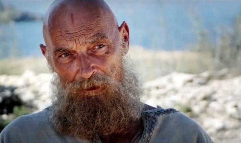"""James Faulkner interpretou o Apóstolo Paulo em 2018, no filme """"Paulo: Apóstolo de Cristo"""". (Foto: Divulgação)"""