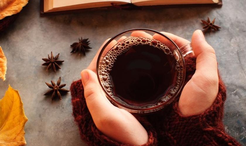 Chá Preto tem um gosto forte e possui mais cafeína que outros chás. (Foto: Thinkstock)