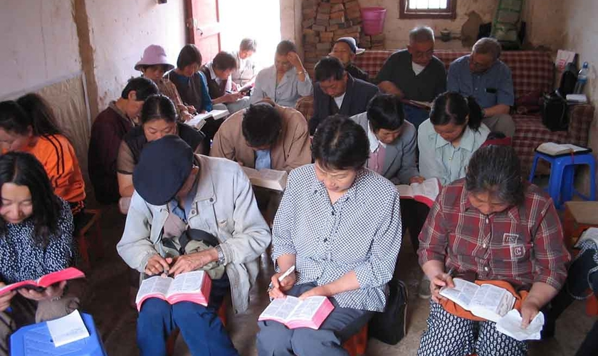 Chineses participam de culto em igreja doméstica. (Foto: Portas Abertas - EUA)