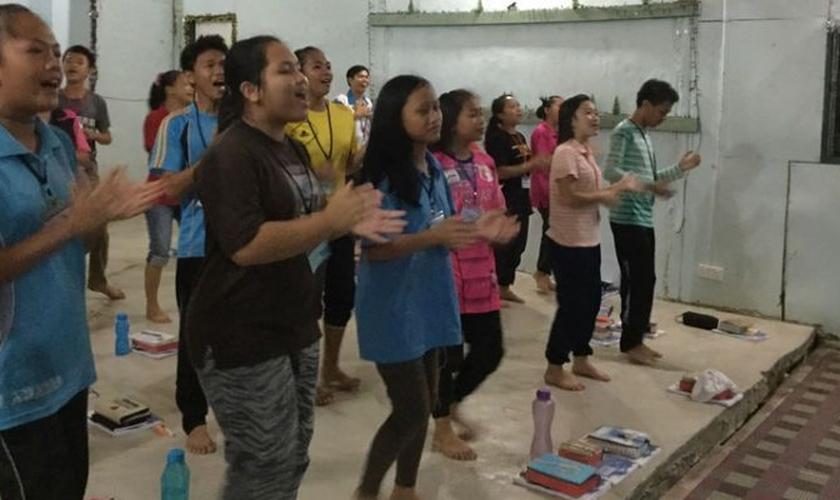 Jovens cristãos participam de curso ministrado pela Portas Abertas, na Malásia. (Foto: Portas Abertas)