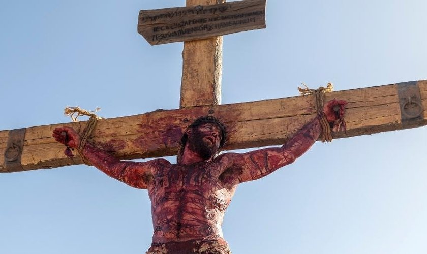 Novela da Record exibe a crucificação de Jesus. (Foto: Edu Moraes/Divulgação/TV Record)