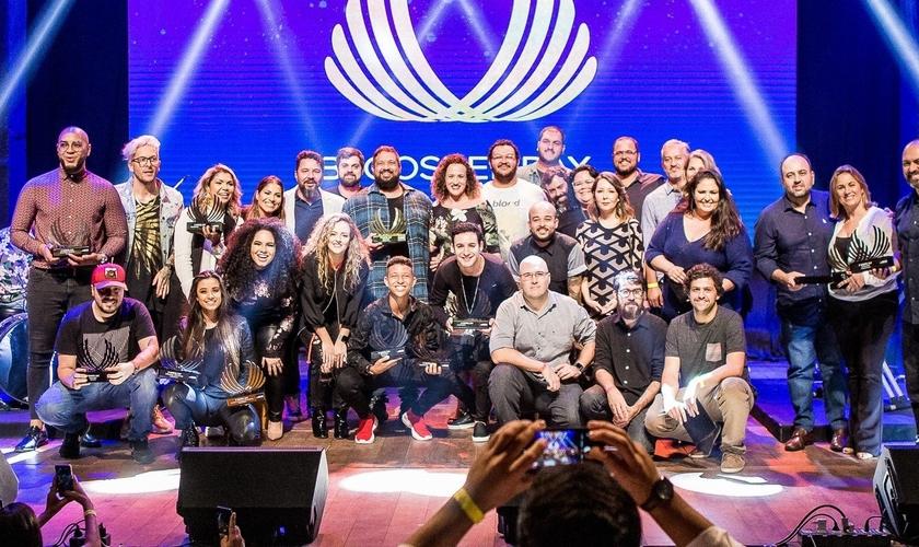 Parte dos premiados com a equipe Deezer no Gospel Day 2019. (Foto: Divulgação/ Diego Padilha)