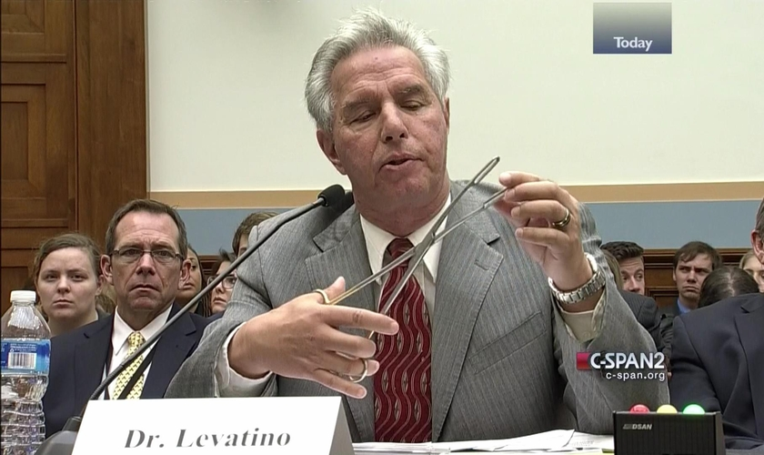 Depois de anos realizando o procedimento, hoje o Dr. Anthony Levatino fala contra o aborto. (Foto: C-SPAN)