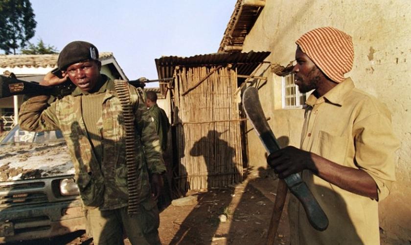 Hutus promoveram um dos maiores genocídios já vistos na África, com mais de 800 mil pessoas assassinadas. (Foto: Les Inrocks)