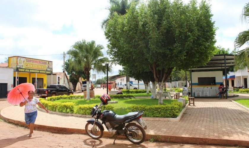 Praça principal de São Pedro dos Crentes, no Maranhão. (Foto: Fábio Zanini/Folhapress)