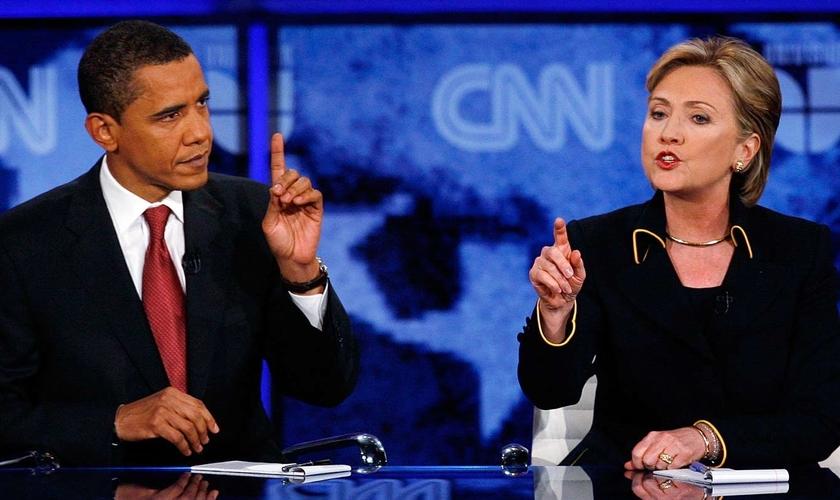 """Barack Obama e Hillary Clinton são democratas dos EUA e se recusaram a citar """"cristãos"""" em suas declarações sobre os ataques no Sri Lanka. (Foto: AP Photo / Deborah Cannon)"""