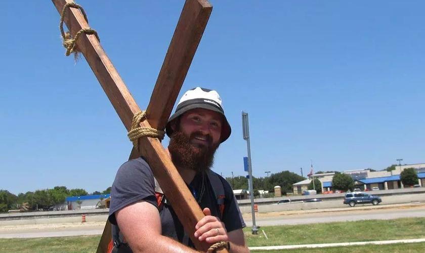 Acie Burleson disse que recebeu uma direção de Deus para pregar o Evangelho pelas estradas. (Foto: Reprodução/Facebook)
